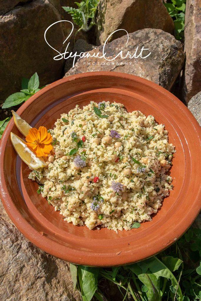 Kichererbsensalat mit Couscous und Kräutern